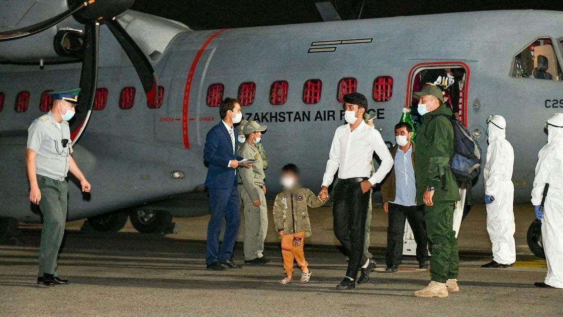 Кандасы прилетели из Афганистана