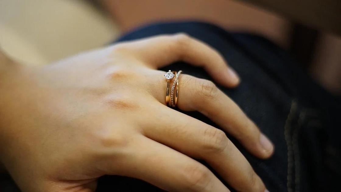 Кольца на женской руке