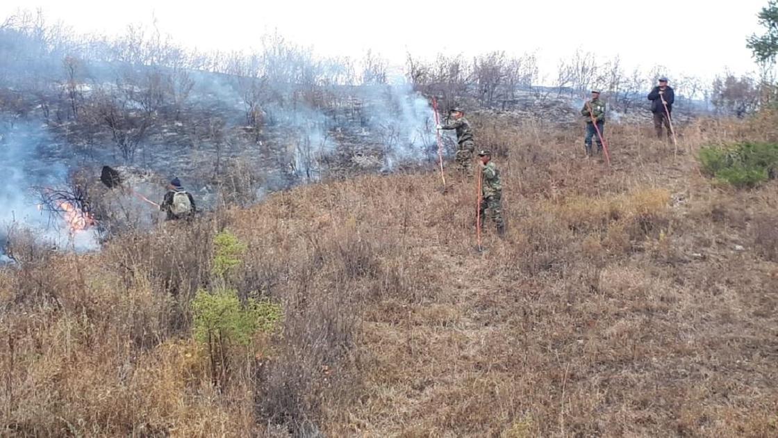 Тушение пожара в Коринском ущелье