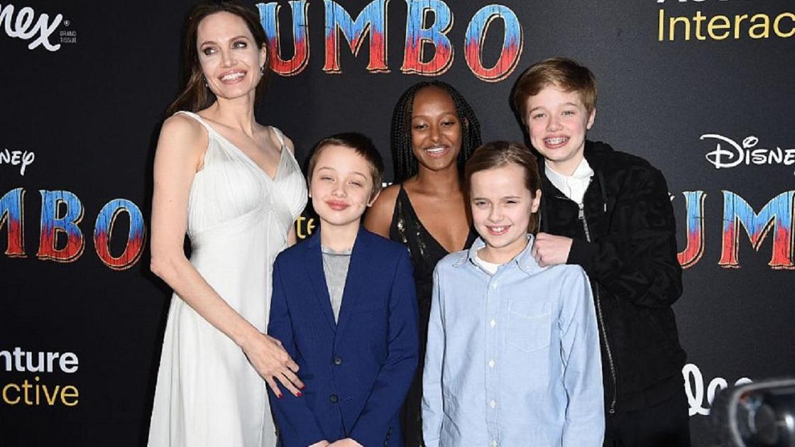 Джоли с детьми. Фото