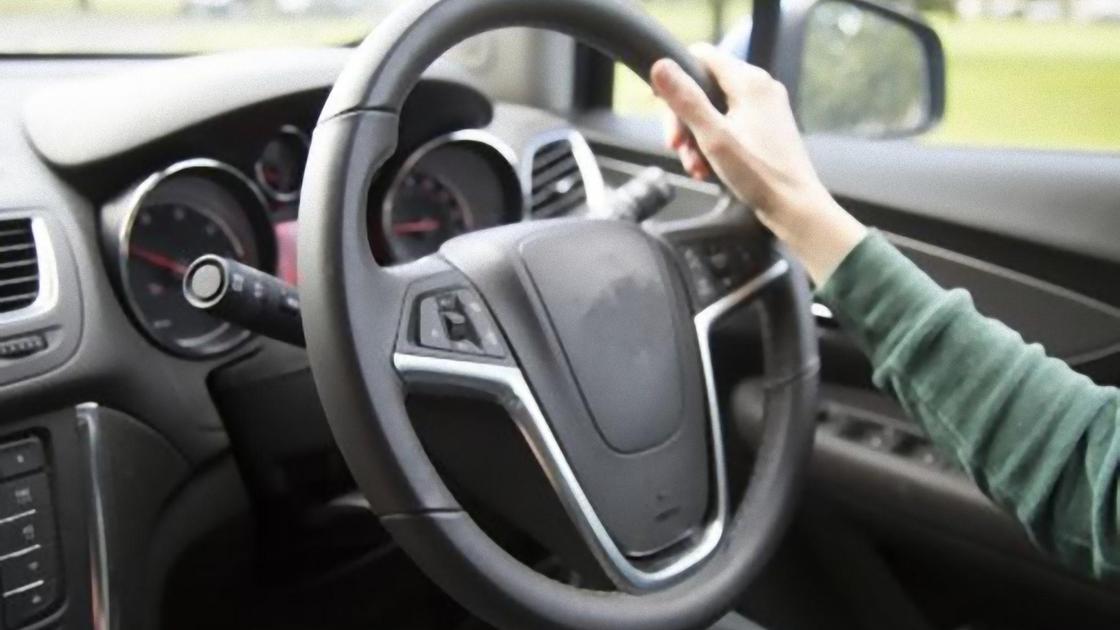 Руль в автомобиле с правой стороны