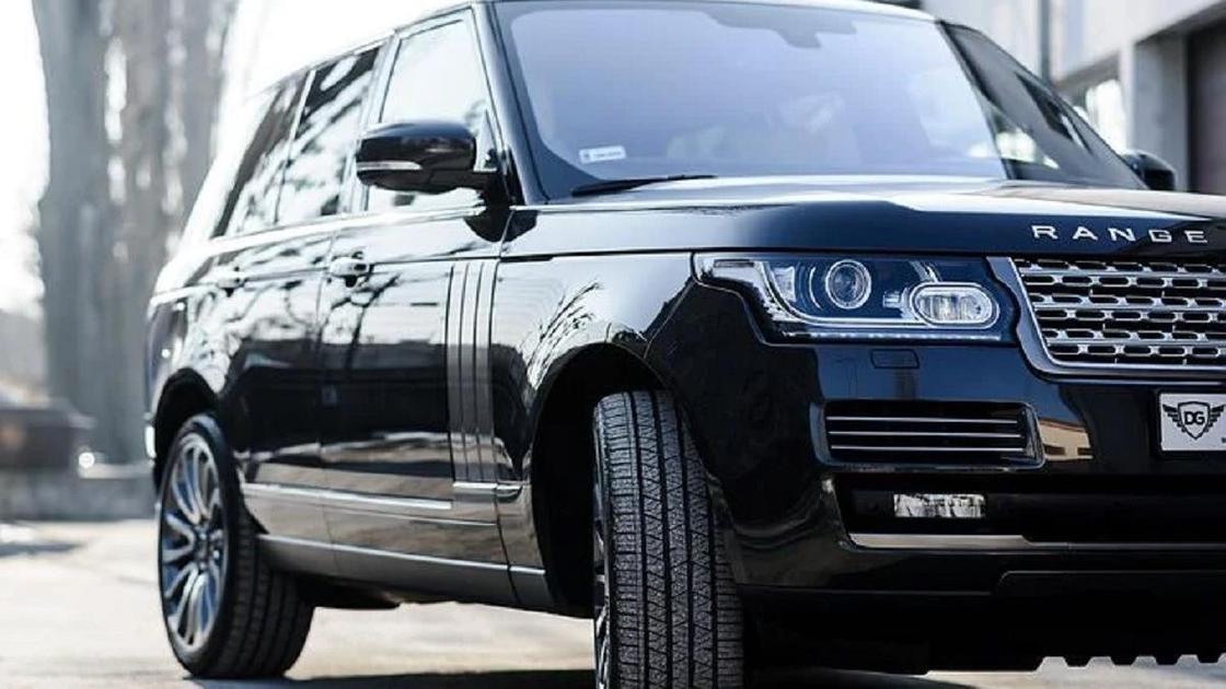 Черный Range Rover