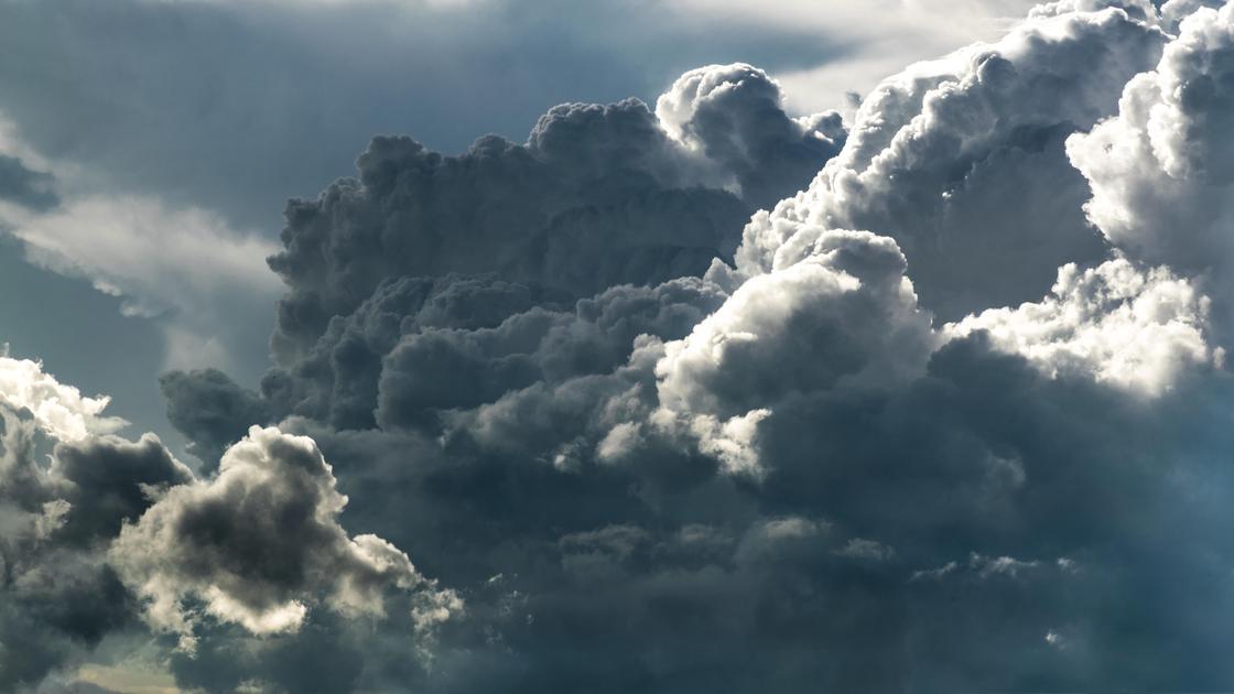 Дождевые облака крупным планом