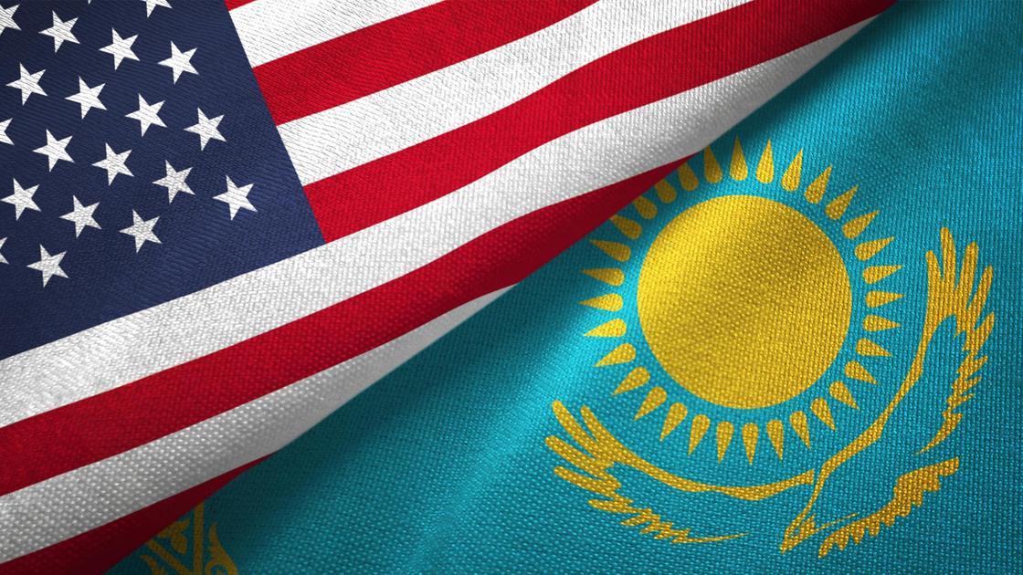 Флаги США и Казахстана