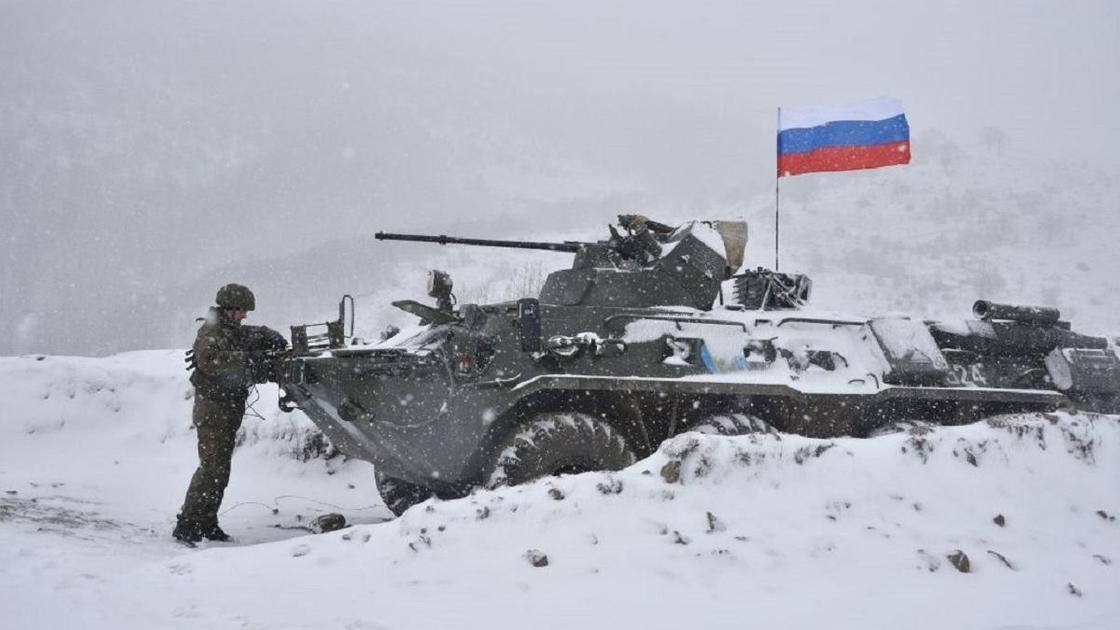БТР с российским флагом