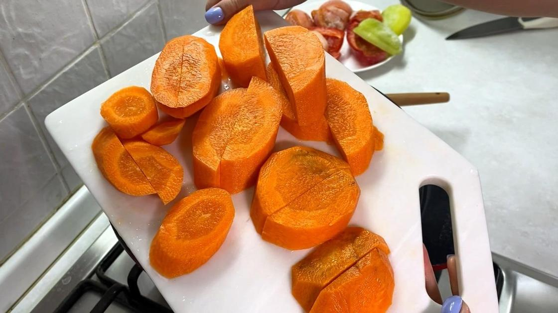 Крупно нарезанная морковь