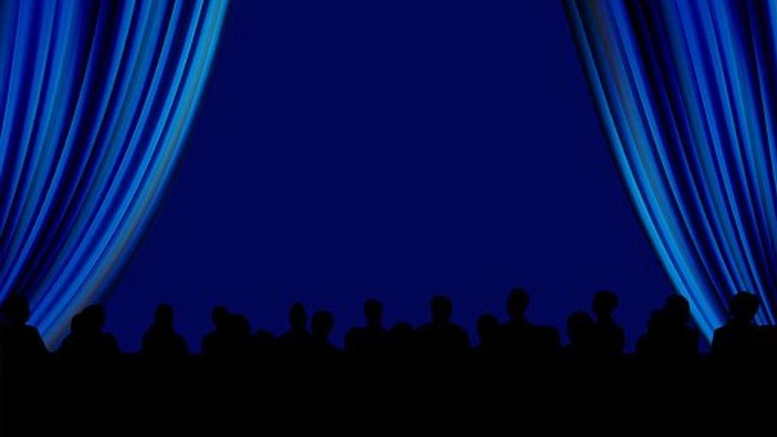 зал кинотеатра, силуэты зрителей