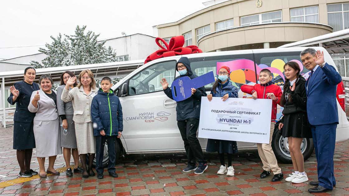Вручение микроавтобуса Hyundai Н-1