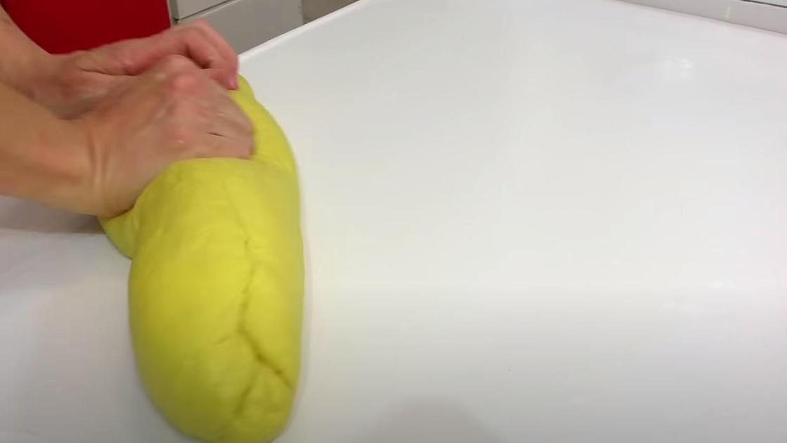 Вымешивание пасхального теста