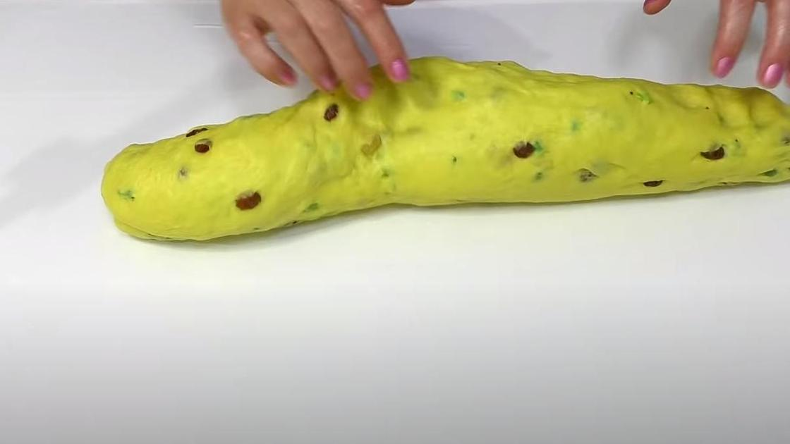 Тесто, скатанное в толстый жгут