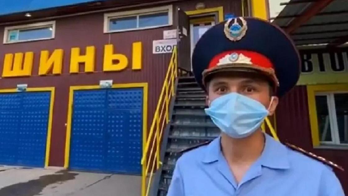 Актер играет роль полицейского в Талдыкоргане