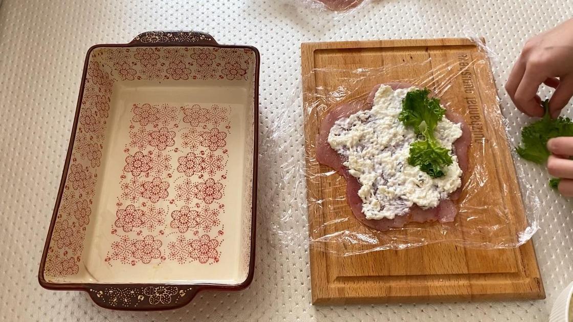 Листочки салата на мясе
