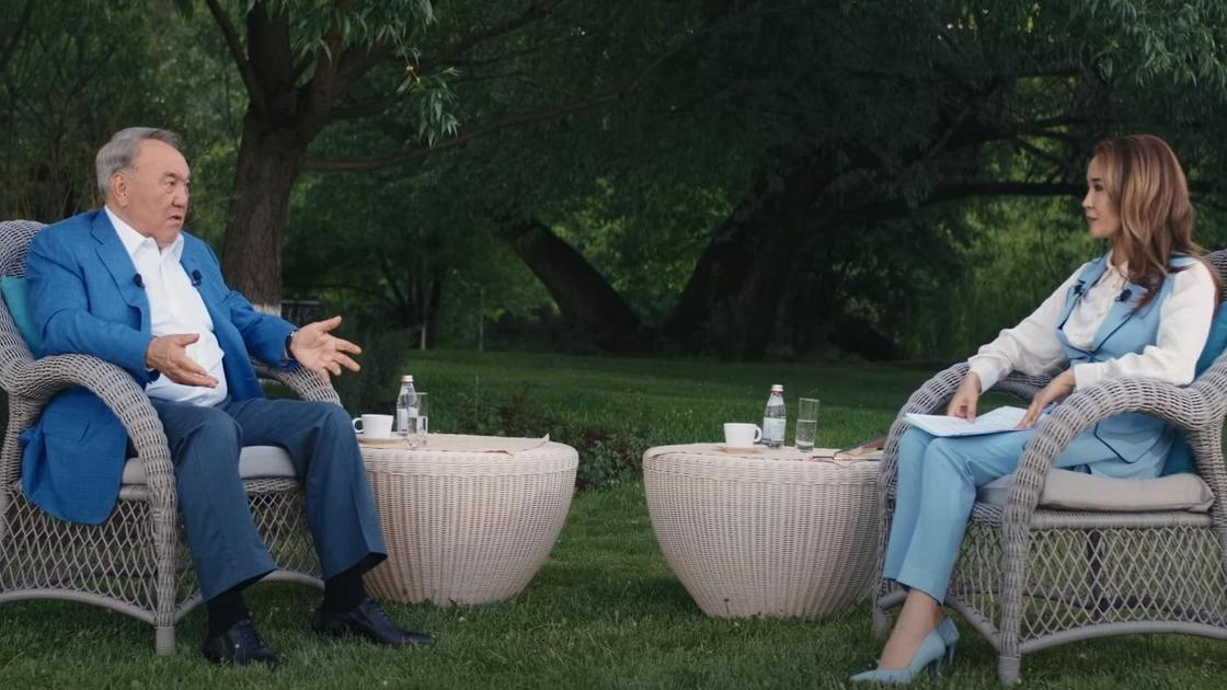 Нурсултан Назарбаев и журналист Айгуль Адилова