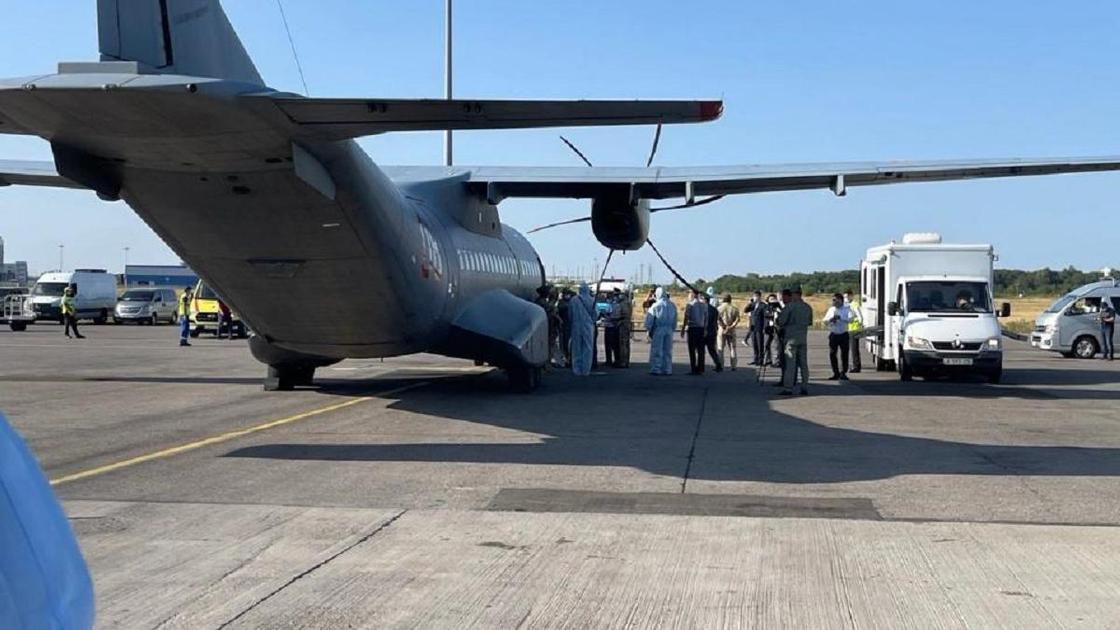 Военный самолет с эвакуированными из Афганистана