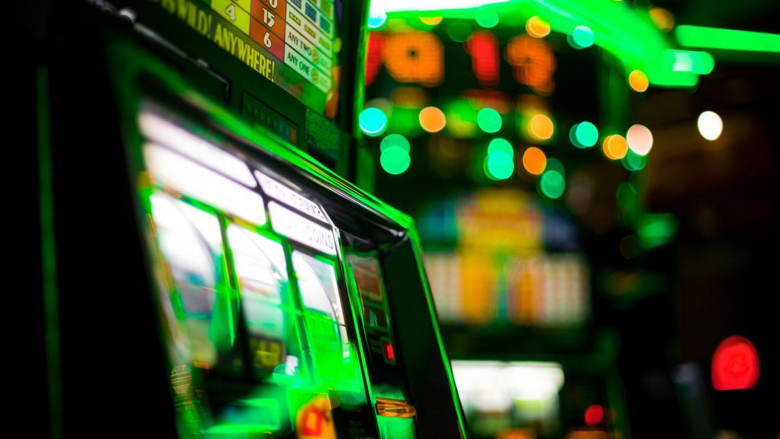 Игровой автомат в зале
