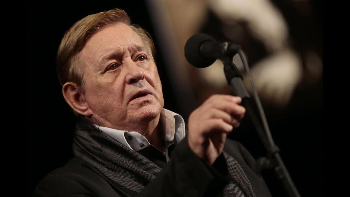 Роман Виктюк у микрофона