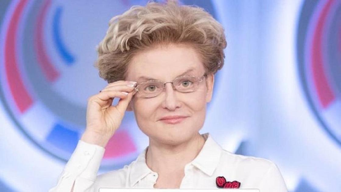 Елена Малышева в очках
