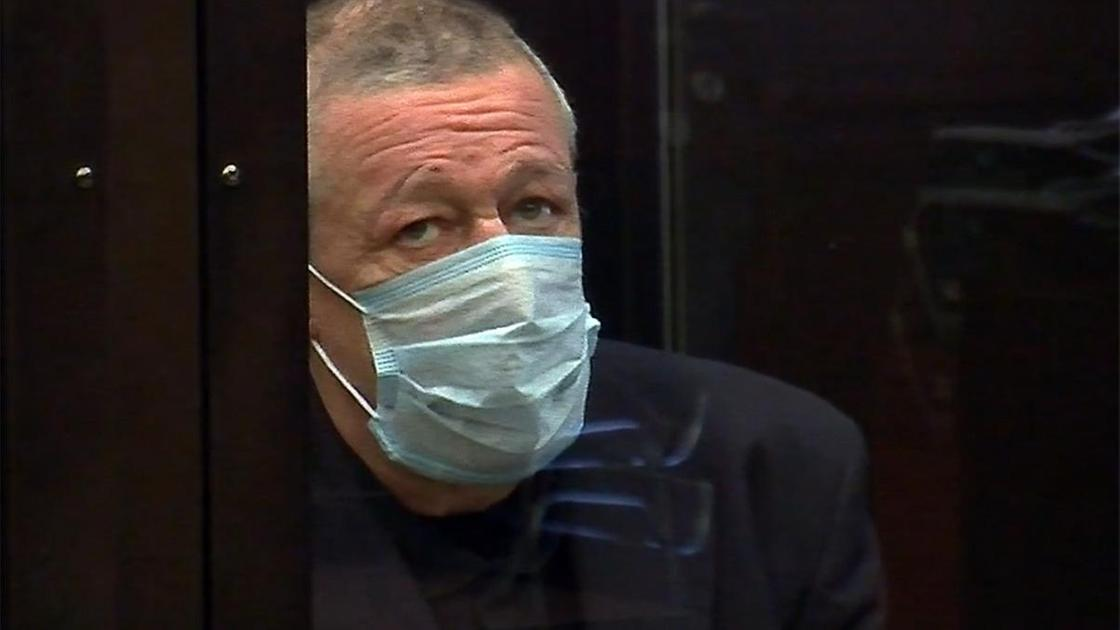 Михаил Ефремов в маске