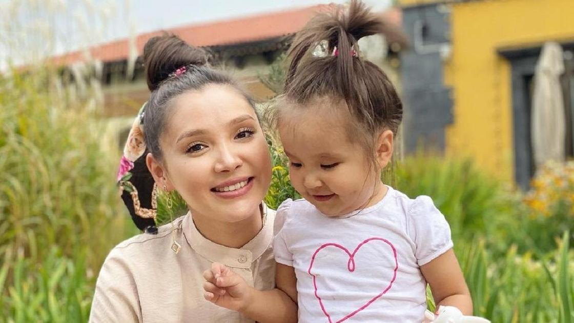 Альбина Шардарова с дочерью