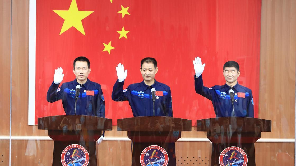 Астронавты Тан Хунбо, Не Хайшэн и Лю Бомин