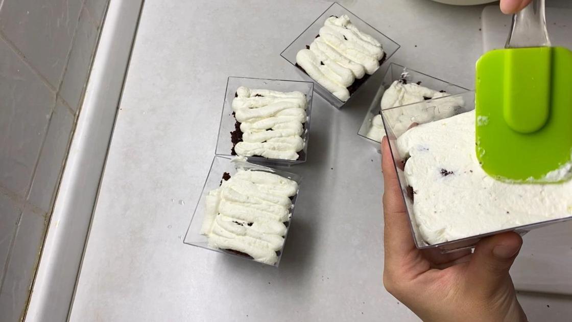 Выравнивание верхнего слоя крема