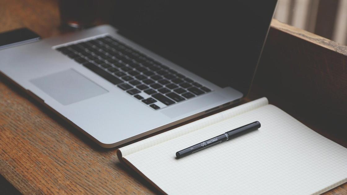 Ноутбук и записная книжка