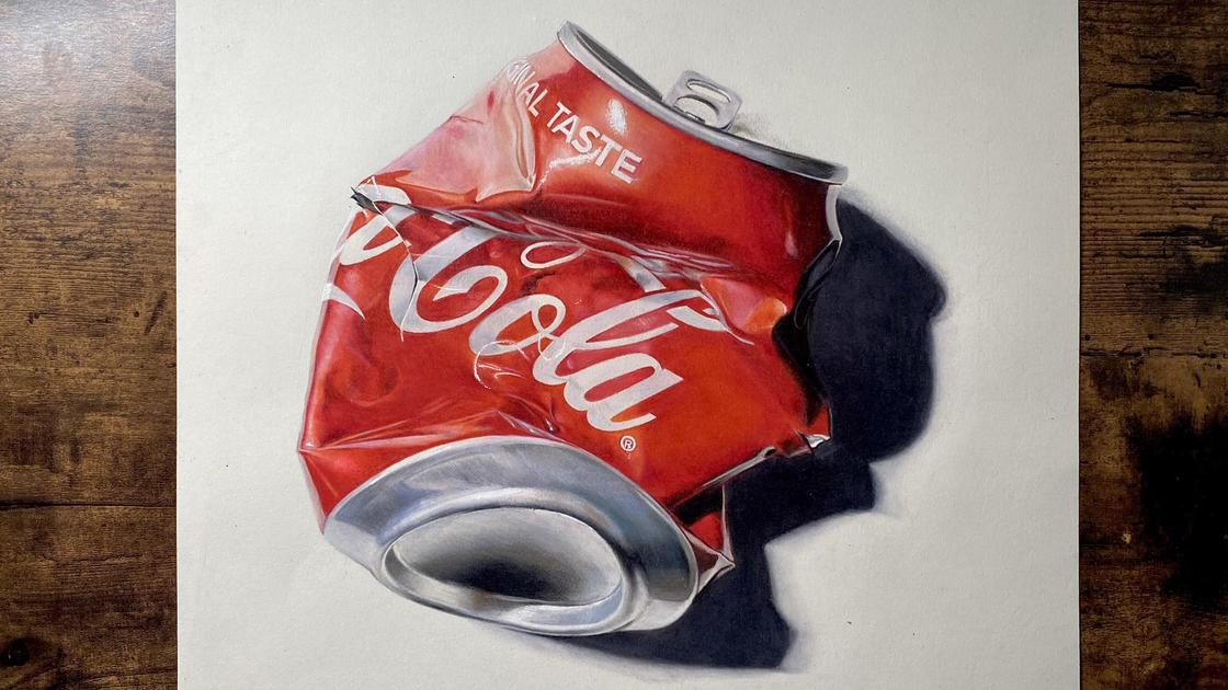 "Реалистичный рисунок банки ""Кока-колы"""