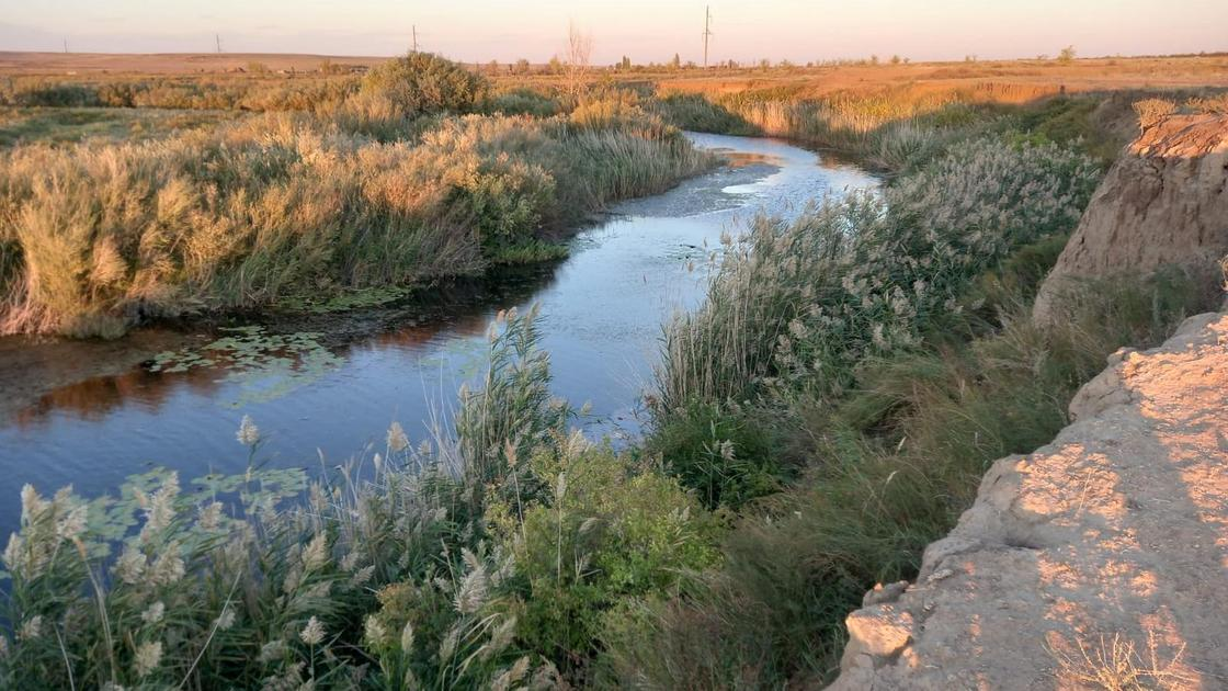 Авто упало в реку в Актюбинской области