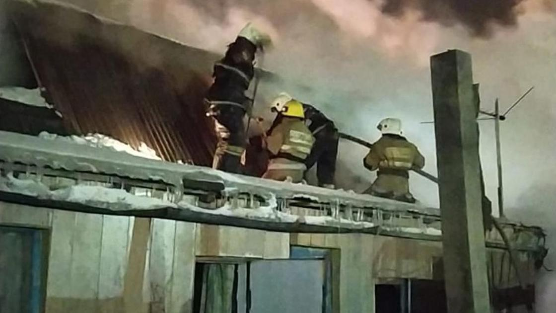 Пожарные тушат очаг возгорания в Нур-Султане
