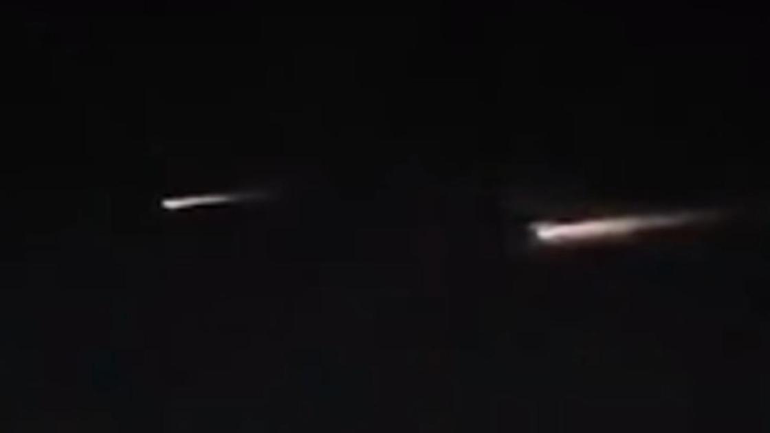 Два светящихся объекта пролетают над Казахстаном