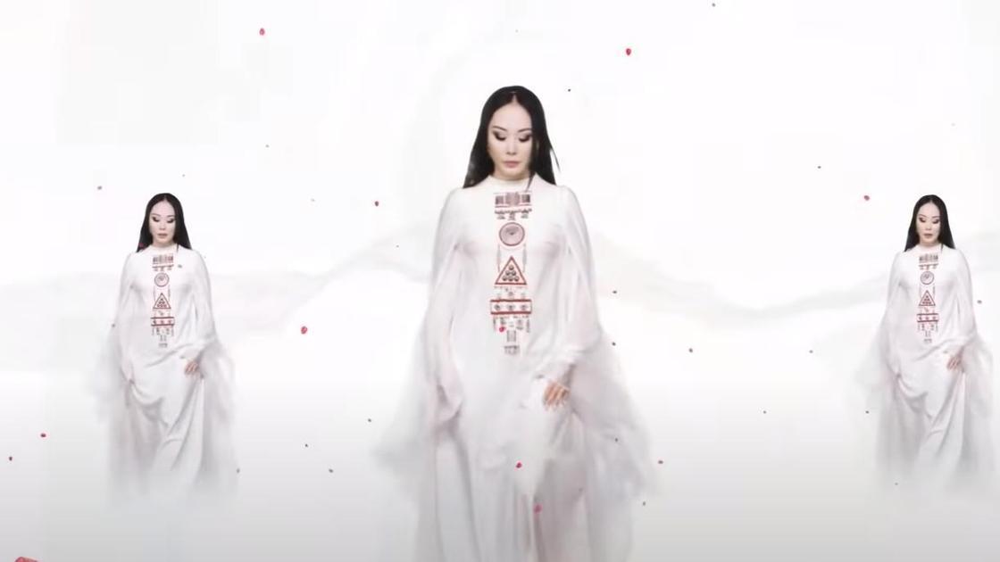 Каракат Абильдина в клипе «Қызымын елдің»