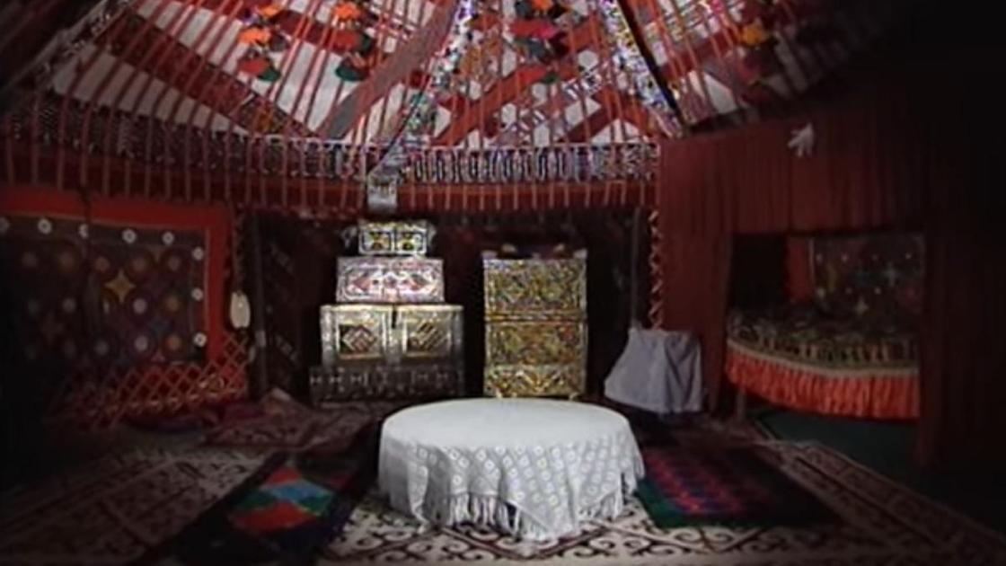 Казахская юрта внутри