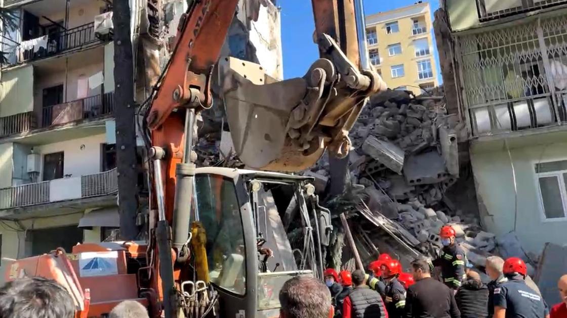 Обрушение дома в Батуми