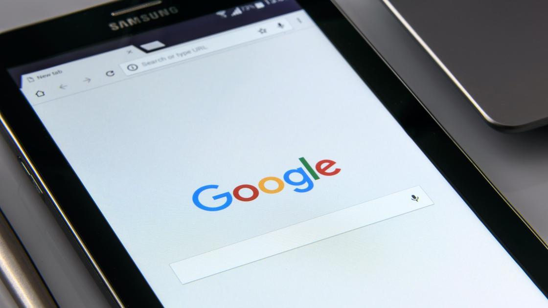 Поисковик Google в смартфоне