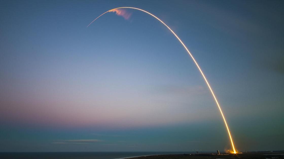 ракета в небе