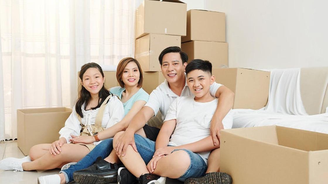 Семья переехала в новый дом