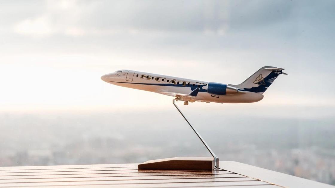 фигурка самолета