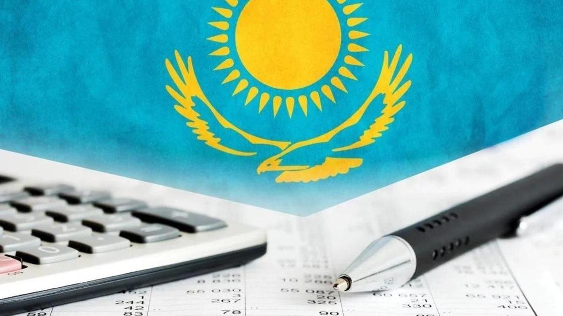 калькулятор и ручка, флаг Казахстана