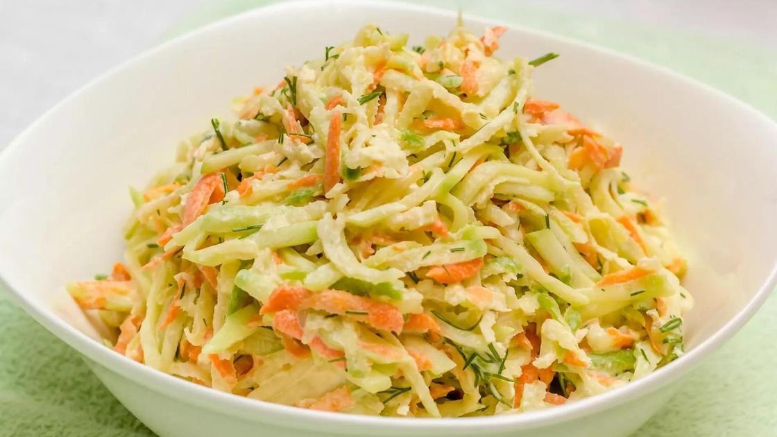 Салат из редьки и моркови со сметаной