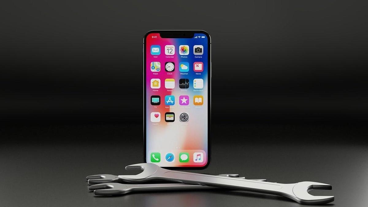 iPhone и гаечные ключи