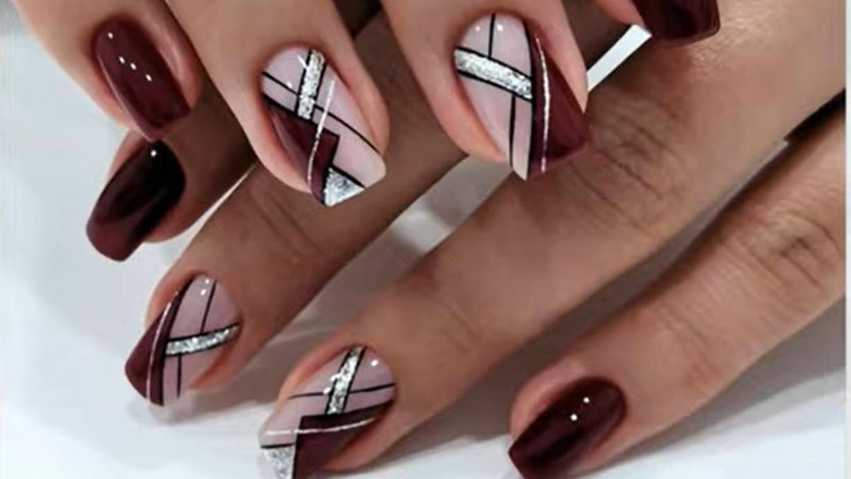 Маникюр красного цвета с геометрией на квадратных ногтях