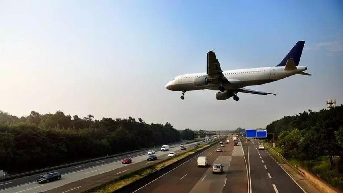 в тюмени на дорогу приземлился самолет фото свою очередь талия