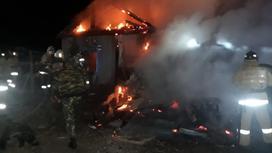 Пожарные тушат возгорание в Акмолинской области