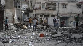Палестинцы в разрушенном городе Газа