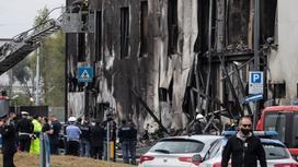 Последствия крушения самолета около Милана