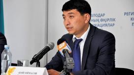 Ринат Койсоймасов за столом