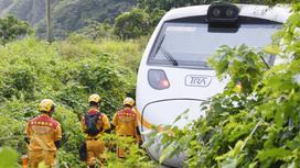 Поезд в Тайване и спасатели