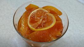 В вазочке варенье из айвы с лимоном