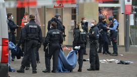 Полицейские работают на месте аварии