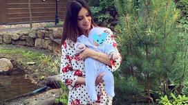 Оксана Воеводина с ребенком